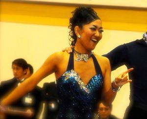 ダンス競技に出場する田中由美子